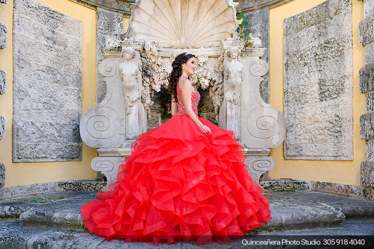 Beautiful quinceanera at The Vizcaya Museum. Shoot by Quinceanera photo studio 305.918.4040