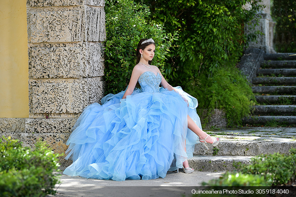 Quinceañera in Vizcaya with blue dress. Photo by Quinceanera Photo Studio 305.918.4040